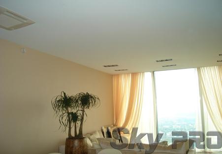 Матовый натяжной потолок фото белый