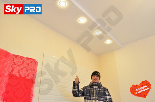 Владимир - счастливый обладатель натяжных потолков СкайПРО